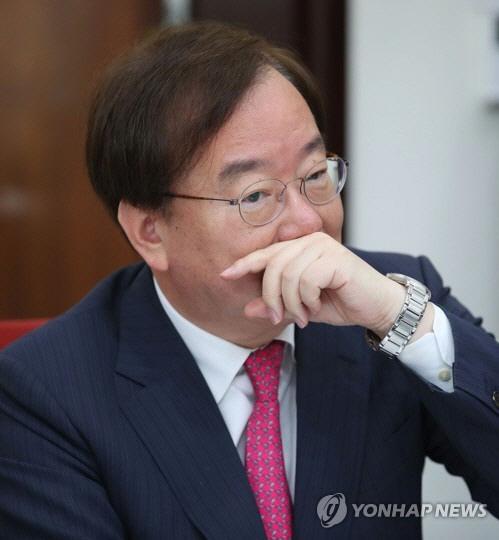 강효상에 '한미정상 통화유출' 외교관 귀국…징계 수위는 어디까지?