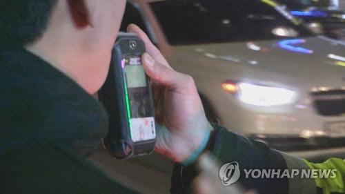 음주단속중 경찰관 손가락 깨물고 도망친 30대 구청 직원 입건