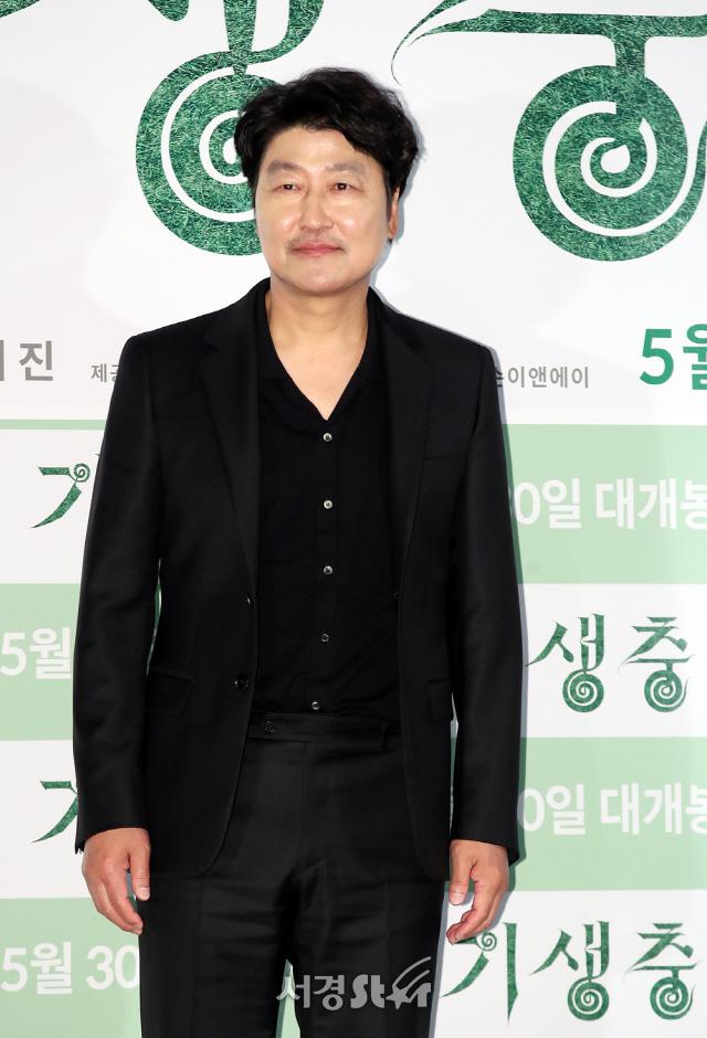 """[종합] '기생충' 봉준호 감독이 던진 질문 """"인간에 대한 예의와 존엄"""""""
