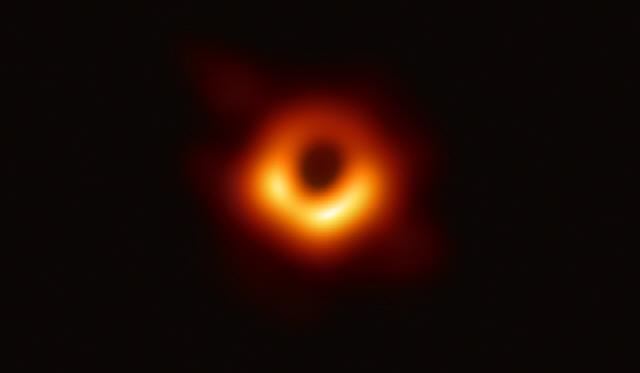 [사이언스] 블랙홀의 시간, 도낏자루 썩는 '신선놀음'격