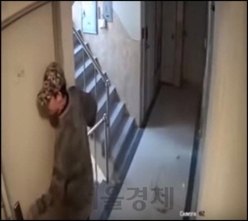 라이터로 도어락 태우면 열린다?…'신림동 CCTV' 이후 불안 떠는 자취생들