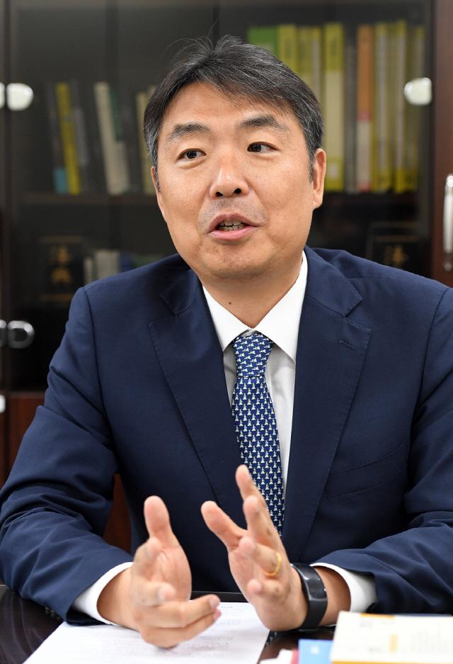 [전문검사가 뛴다] 이헌주 부장검사 '굴뚝경제에 멈춘 노동법 개선 필요'