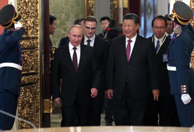 트럼프 보란듯…시진핑, 푸틴과 밀착