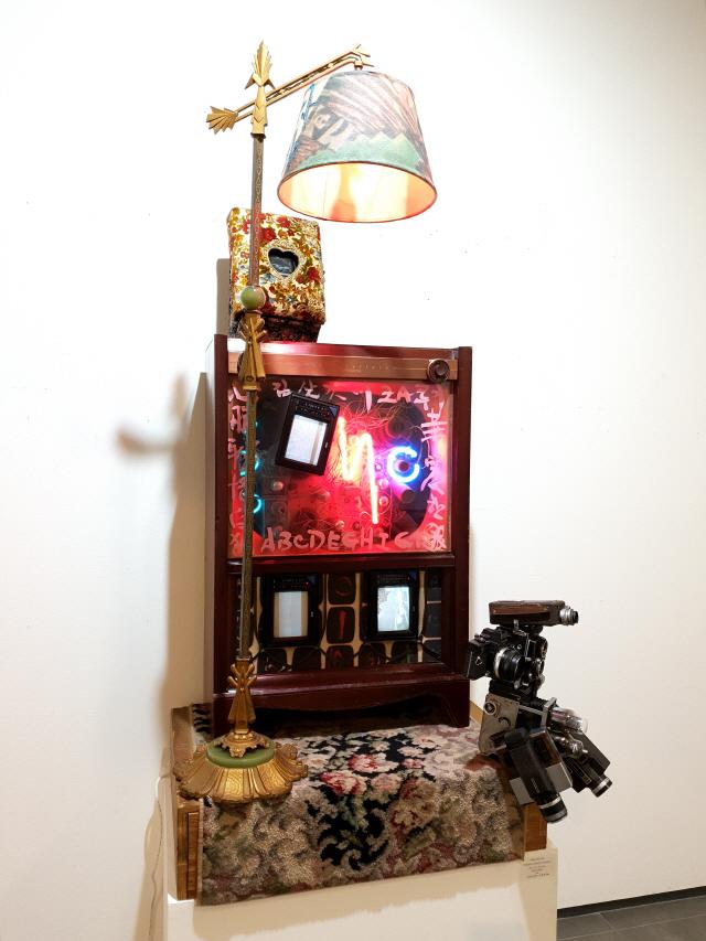 [인간 백남준을 만나다] 전자예술·TV로봇 파격 전시...'앙팡 테리블' 백남준 품은 화랑들