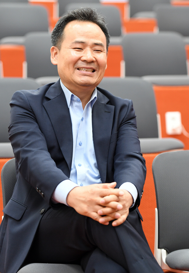 [서경이 만난 사람]김광현 창업진흥원장 '대기업이 스타트업 M&A 할수있게 '투자 허들' 낮춰야'
