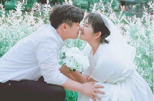 [SE★PIC] 최진실 딸 최준희, 깜짝 '셀프웨딩' 공개..남자친구와 '뽀뽀'
