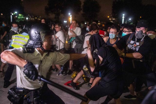 홍콩 100만 시위... 中 '미국이 홍콩을 미중게임의 카드로 사용'