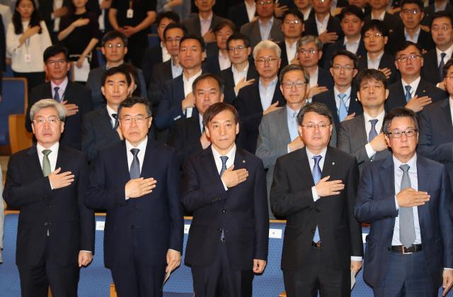 靑 경제수석 이어 한은 총재도 경기 하방 우려…자취 감춘 '상저하고'