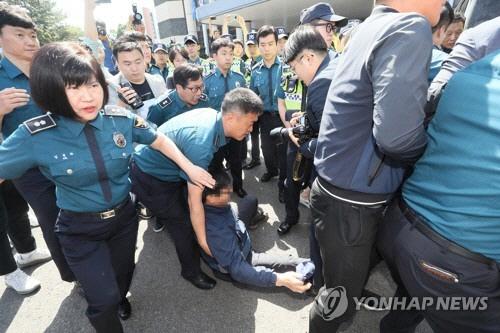 얼굴 꽁꽁 싸맨 고유정, '너무 억울해, 사형 집행하라' 울분 토한 유가족