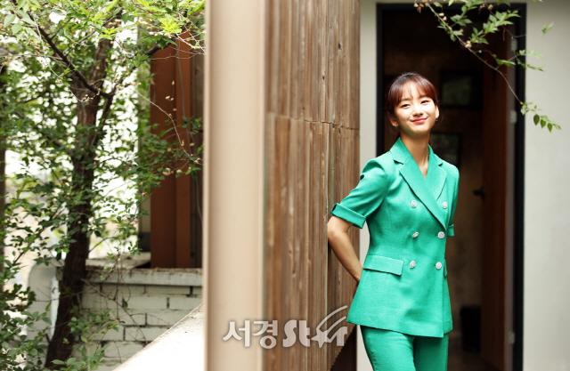 원진아, 움직이는 순간 '화보' (인터뷰 포토)