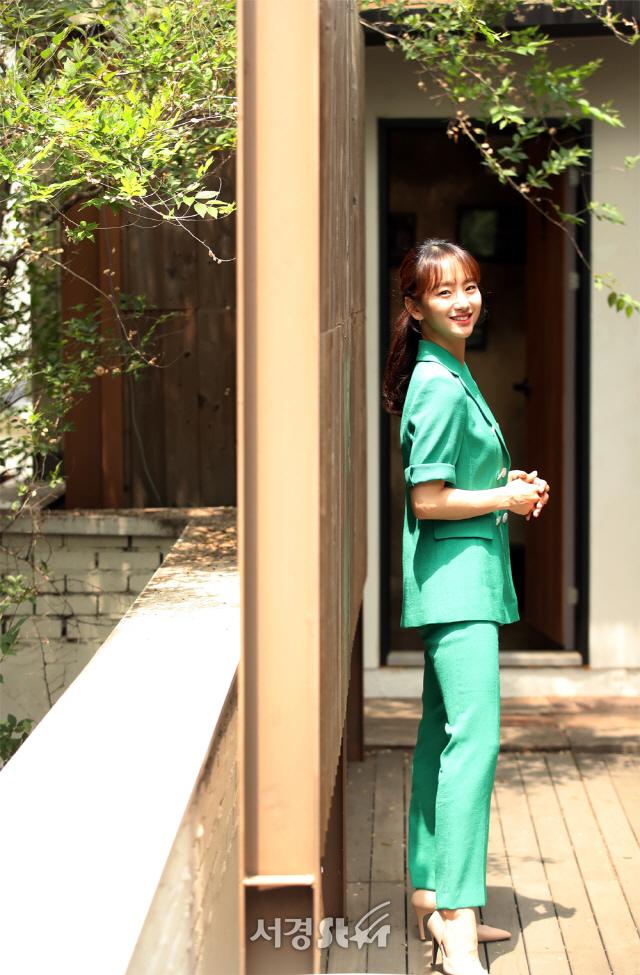 원진아, 싱그러운 미모 흩날리며 (인터뷰 포토)