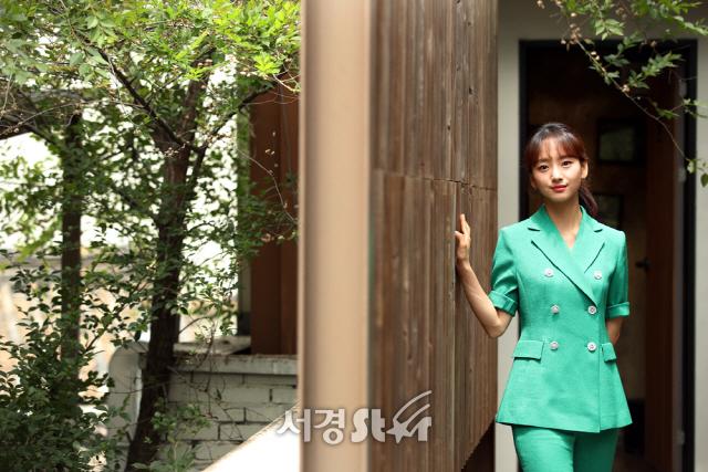원진아, 초록 가득한 싱그러운 미모 (인터뷰 포토)