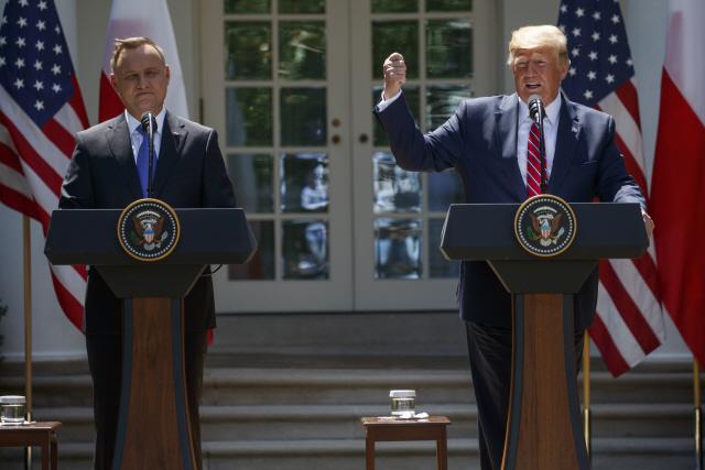 """트럼프 """"폴란드에 미군 1,000명 추가 파병""""…러시아 견제 목적"""
