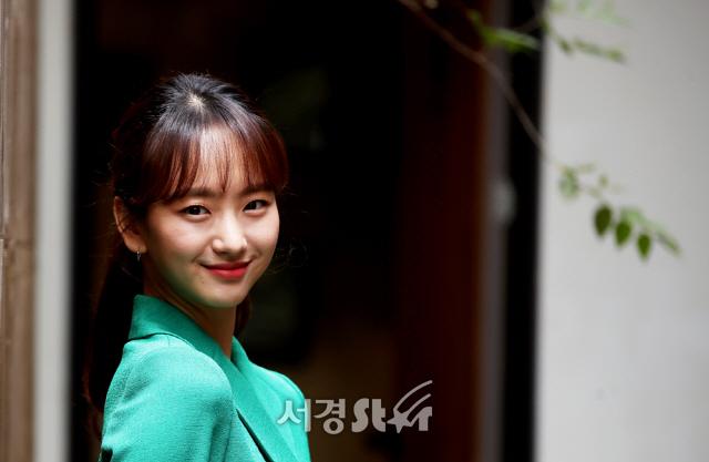 원진아, 블링블링 꽃 미소 (인터뷰 포토)