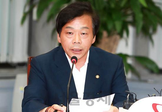 [속보] '정치자금법 위반' 이완영 의원직 상실… 집유·벌금 500만원 확정