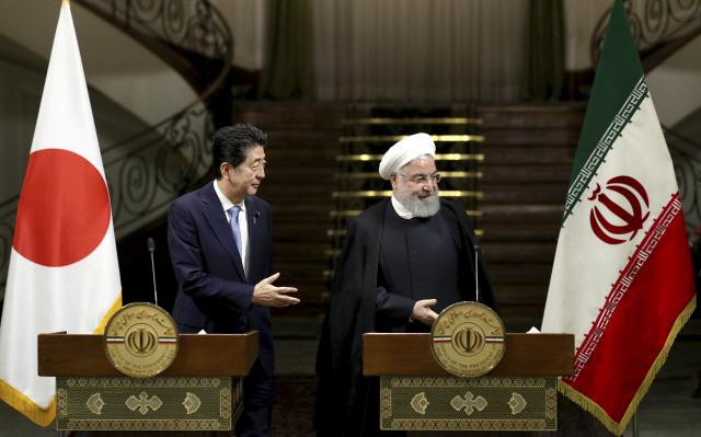 """아베, 이란서 """"중동 긴장 막는데 역할 할 것""""…이란은 언급 피해"""