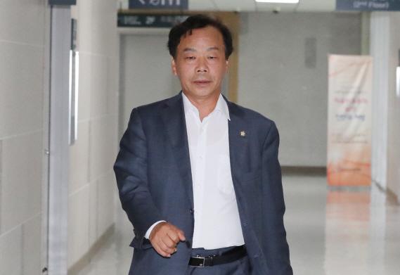 '불법자금' 이완영 의원직 상실...한국당 의석 112석으로 감소
