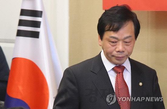 '정치자금 불법수수' 한국당 이완영 의원직 상실… 벌금 500만원 확정