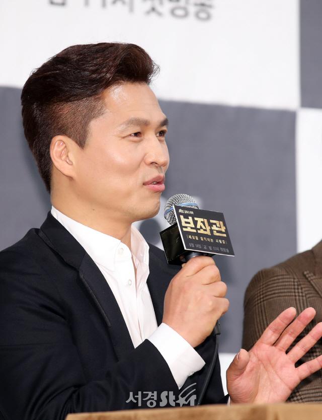 질문에 답하는 곽정환 감독 (보좌관 제작발표회)