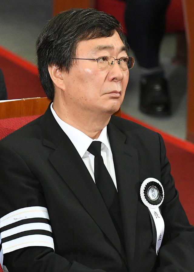 눈시울 붉히는 김홍업 전 의원
