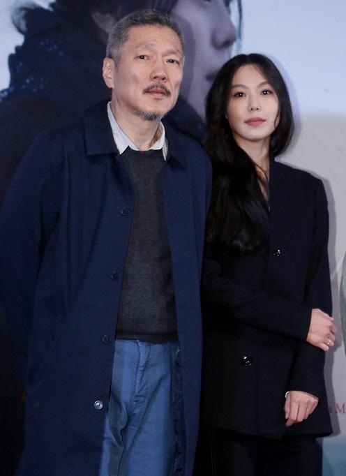 '김민희 연인' 홍상수 감독 '불륜 딱지' 뗄까