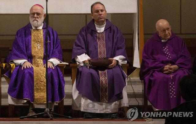 """""""예수 '최후의 만찬'에 여성 없었다"""" 여성 비하한 칠레 주교 사임"""