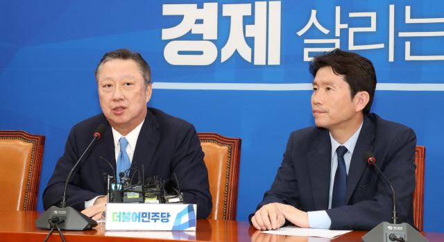국회 찾은 박용만 '하소연 할 곳 없는 기업 참담'