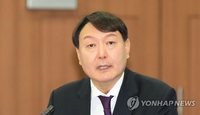 [속보]문 대통령, 차기 검찰총장 후보자로 윤석열 지명