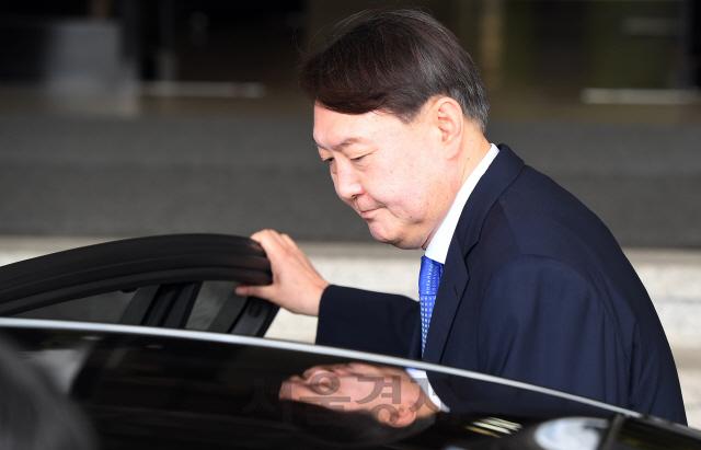檢 개혁·적폐수사…'윤석열 칼' 뽑은 文