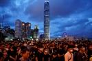 """'폭동' 규정했던 홍콩 경무처장 """"모든 시위대 폭도 가담 뜻 아냐"""""""