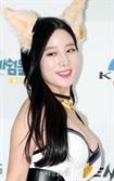 """조현 의상논란 '성 상품화'vs'예쁘구만 뭘' 남녀 성대결에 """"섹시 스타"""" 점프"""