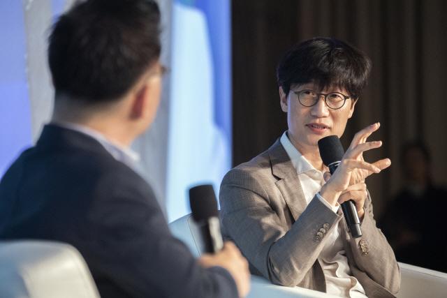 '한국선 큰 회사 나오려고하면 규제'…이해진, 기업환경 작심비판