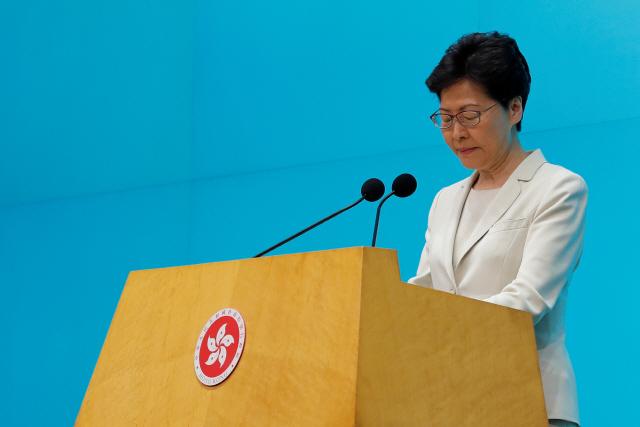 홍콩 행정수반, 시민들에 사과 기자회견...시위 '폭동' 규정했다가 발뺌