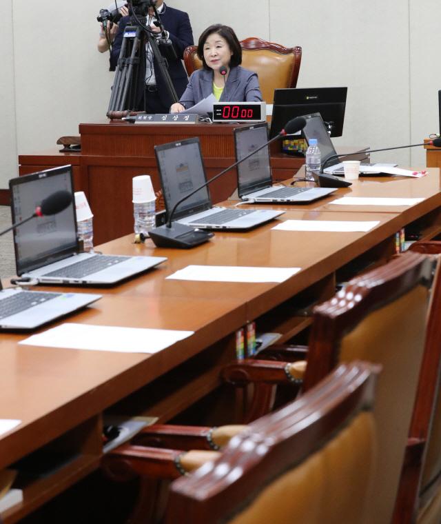여야4당, 정개특위 연장 합의..한국당 '누더기 선거제'