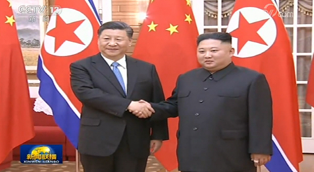 북중 정상 평양 밀월…美, 북중 '최악 인신매매국' 지정