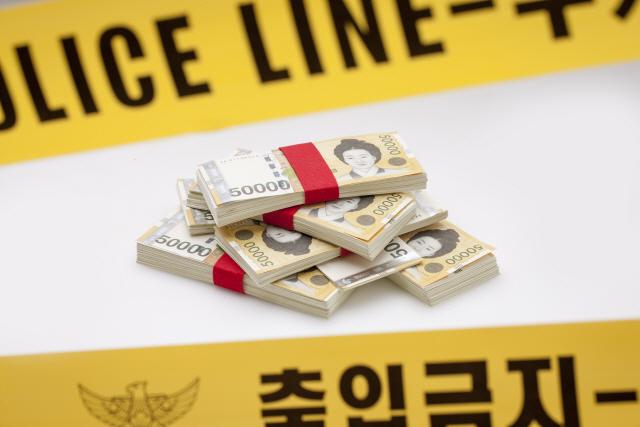 과자 상자 속 돈 뒤늦게 돌려준 교감…'교장 승진 제외 정당'
