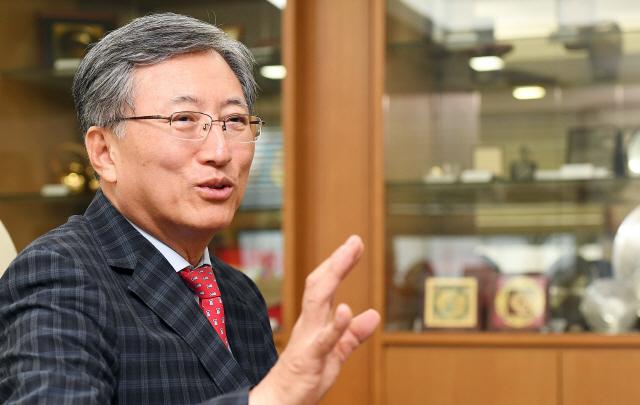 [청론직설] '국민소득 4만弗?...제조업 붕괴로 경제 내부서 위기 폭발할 수도'