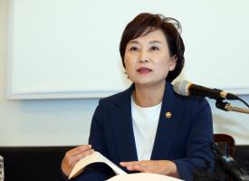 """김현미 국토부 장관, """"부동산 정책 많아 책임 막중하다"""""""