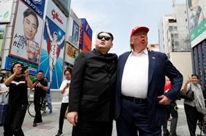 오사카에 뜬 '가짜 김정은과 트럼프'