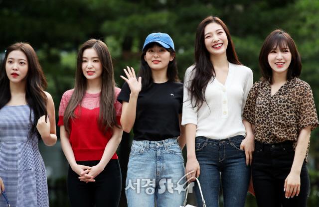 레드벨벳 웬디-아이린-슬기-조이-예리, 갈수록 예뻐지는 미모 (뮤직뱅크 출근길)