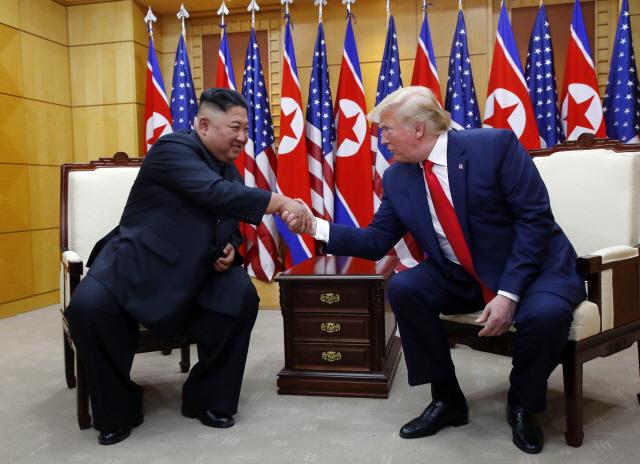 '쇼' 넘은 53분 단독 회담...트럼프 '대북 제재 해제 될 수 있을 것'
