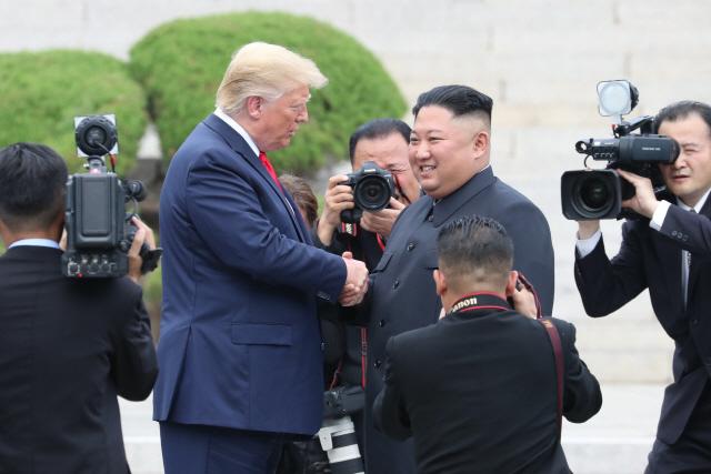 [사진]트럼프, 북한땅 밟은 첫 美대통령…'북미 협상 재개'