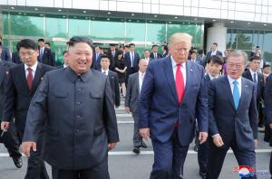 日 언론 '트럼프-김정은 '번개 회동', 한반도 사안 日 패싱 부각시켜'