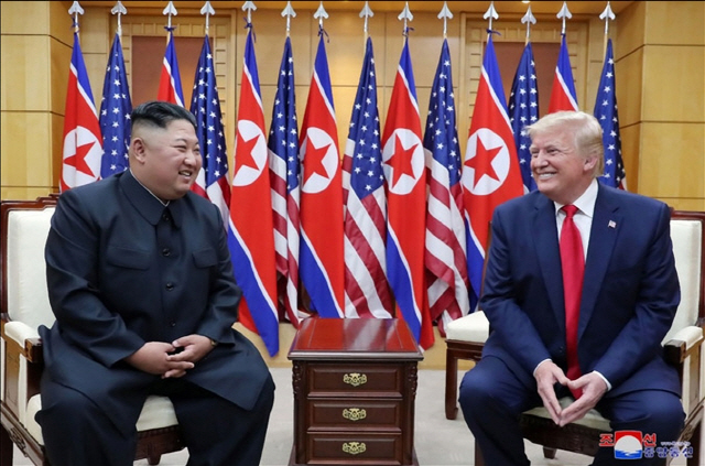 NYT '트럼프, CVID 아닌 北핵동결 구상'...김정은, 핵보유국 인정받나