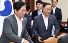 대외경제관계장관회의 참석하는 홍남기-성윤모