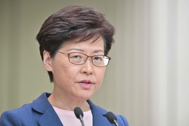 """캐리 람 홍콩 행정장관 """"송환법은 죽었다"""" 선언…철회 여부는 불분명"""