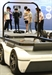 자율주행자동차의 플랫폼 체험하는 학생들