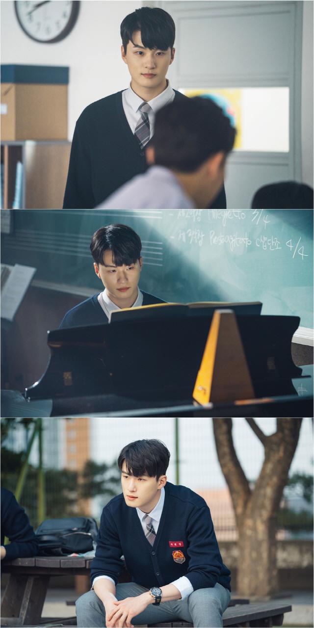 '열여덟의 순간' 신승호, '훈훈↔싸늘' 온도 차 다른 스틸컷 공개