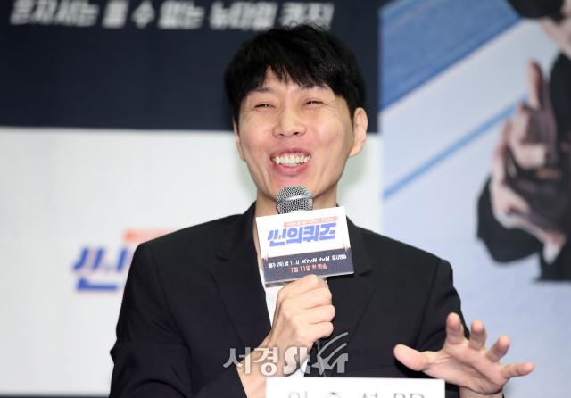 이준석 감독, 개그 미소! (씬의 퀴즈 제작발표회)