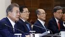 韓 반도체 정밀타격에 …文, 사실상 '日의 경제 선전포고' 간주